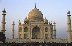 Taj Mahal que incandesce no alvorecer imagens de stock royalty free