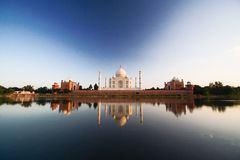 Taj Mahal reflected in river a Royalty Free Stock Photos