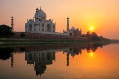 Taj Mahal reflected in Yamuna river at sunset in Agra, India. It was commissioned in 1632 by the Mughal emperor Shah Jahan to house the tomb of his favourite Stock Images