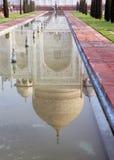 Taj Mahal Reflexionen lizenzfreie stockfotografie