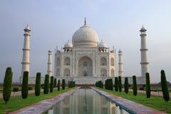 Taj Mahal sbalorditivo, visto alla luce di mattina Immagine Stock