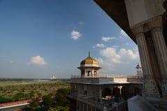 Taj Mahal som ses från det Agra fortet Agra Uttar Pradesh india Royaltyfri Fotografi