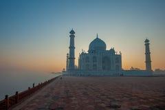 Taj Mahal am Sonnenaufgang, Agra, Indien Stockbilder