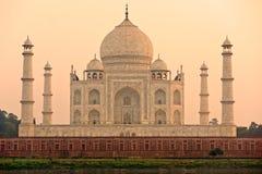 Taj Mahal am Sonnenaufgang, Agra, Uttar Pradesh, Indien. Lizenzfreies Stockfoto