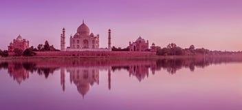 Taj Mahal tijdens zonsondergang in Agra, India stock fotografie