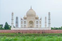 Taj Mahal traseiro, Agra, Índia Fotografia de Stock Royalty Free