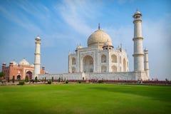 Taj Mahal un jour ensoleillé Un mausolée de marbre blanc ivoire sur la rive sud de la rivière de Yamuna à Âgrâ, uttar pradesh, In image stock