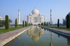Taj Mahal und seine Reflexion Stockbild