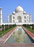 Taj Mahal w Agra jest popularnym turystycznym miejscem przeznaczenia i jest UNESCO dziedzictwa miejscem Zdjęcie Royalty Free