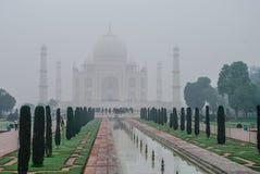 Taj Mahal w ranek mgle Biały marmurowy mauzoleum o Zdjęcie Royalty Free