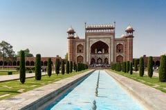 Taj Mahal z basenem w przodzie Zdjęcia Stock