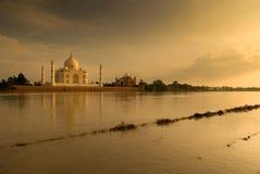 Taj Mahal in zonsondergangscène Stock Fotografie