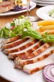 Tajadas de cerdo rebanadas con las patatas fritas Imagen de archivo libre de regalías