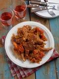 Tajadas de cordero con el tomate y la pimienta Imagen de archivo libre de regalías
