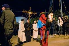 Tajemnicy i penitenci w wieczór korowodzie na Świętym Piątku Fotografia Royalty Free