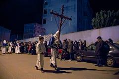 Tajemnicy i penitenci w wieczór korowodzie na Świętym Piątku Zdjęcie Stock