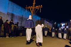 Tajemnicy i penitenci w wieczór korowodzie na Świętym Piątku Obraz Stock