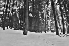 Tajemnicza rockowa formacja w Peklo dolinie w śnieżnym zimy Machuv kraju regionie w republika czech Fotografia Stock