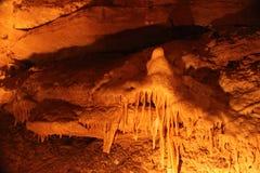 Tajemniczy Caverns 13 - soplenowie i stalagmity - obraz stock