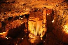 Tajemniczy Caverns 7 - soplenowie i stalagmity - zdjęcie royalty free