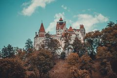 Tajemniczy piękny otręby kasztel Wampir siedziba Dracula w lasach Rumunia fotografia royalty free