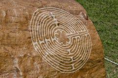 Tajemniczy symbol grawerujący na drzewie Fotografia Stock