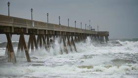 Tajfun burzy przypływ zdjęcia royalty free
