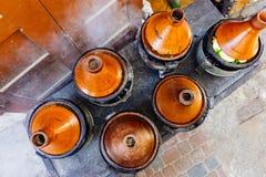 Tajin de Tagine do marroquino Alimento da rua em Marrocos C4marraquexe Culinária nacional e tradicional de Marrocos imagem de stock