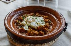 Tajine com ovo e carne, Marrocos imagem de stock