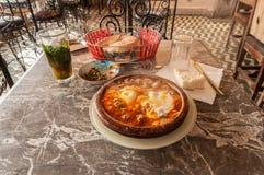 Tajine in een traditioneel Marokkaans restaurant Royalty-vrije Stock Afbeelding