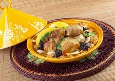 Tajine, pollo marocchino con il confit del limone Immagine Stock
