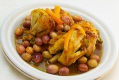 Tajine tradizionale del pollo arrostito fotografia stock libera da diritti