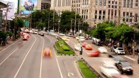 TAJLANDIA, BANGKOK 4 2014 SIERPIEŃ Ruch drogowy na drodze zbiory wideo