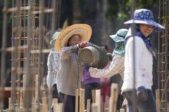 TAJLANDIA CHIANG RAJA budowy kobiet pracownik Zdjęcie Royalty Free