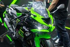 Tajlandia, Dec -, 2018: zakończenie w górę Kawasaki Ninja zieleni i czerń barwimy motocykl przedstawiającego w motorowym expo Non obrazy stock
