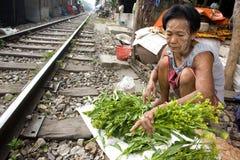Tajlandia dużo zaludnia żywego wzdłuż torów szynowych lub w slamsach Zdjęcie Stock