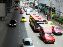 Tajlandia: Elastyczni ruchów drogowych warunki na sześć pasów ruchu stre Zdjęcie Royalty Free