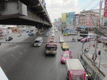 Tajlandia: Elastyczni ruchów drogowych warunki na sześć pasów ruchu stre Zdjęcia Stock
