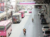 Tajlandia: Elastyczni ruchów drogowych warunki na sześć pasów ruchu stre Obrazy Royalty Free
