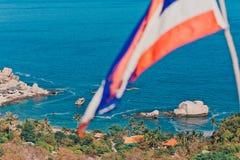 Tajlandia flaga i piękna zatoka zdjęcia royalty free