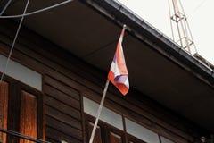 Tajlandia flaga starzy drewniani domy Zdjęcie Stock
