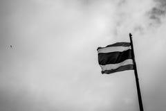 Tajlandia flaga z nieba brzmieniem czarny i biały dla wzrosta W pokoju Th Obraz Royalty Free