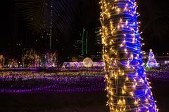 Tajlandia iluminaci festiwal 2017 na Ratchadapisek Soja 8, Bangkok, Tajlandia na December21,2017: Zaświeca up choinki i luminou Zdjęcie Stock