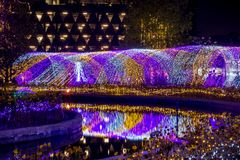 Tajlandia iluminaci festiwal 2017 na Ratchadapisek Soja 8, Bangkok, Tajlandia na December21,2017: Zaświeca up choinki i luminou Zdjęcia Stock