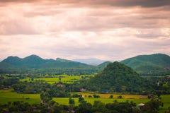 Tajlandia krajobraz wiejski miasto i góra Fotografia Stock