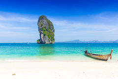 Tajlandia lata podróży morze, Tajlandzka stara drewniana łódź przy morze plaży Krabi Phi Phi wyspą Phuket obraz stock