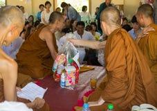Tajlandia ludzie uczestniczą w rocznej robi ceremonii Zdjęcia Stock