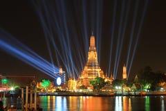 Tajlandia odliczanie 2016 iluminacja przy Watem Arun Ratchawararam Ratchawaramahawihan (świątynia świt) Obrazy Stock