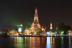Tajlandia odliczanie 2016 iluminacja przy Watem Arun Ratchawararam Ratchawaramahawihan Obrazy Stock