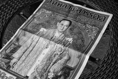 Tajlandia, Październik - 26,2016: Gazeta na stole z portretem Fotografia Royalty Free